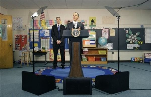 obama uses teleprompter at grade school